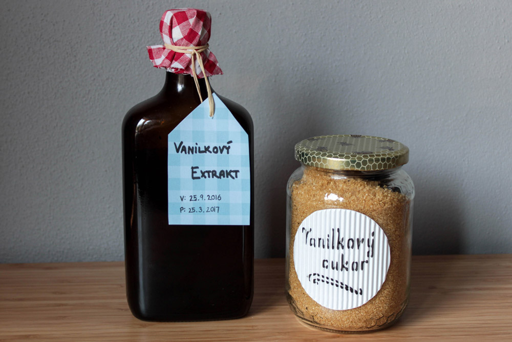 Vanilkový cukor a vanilkový extrakt