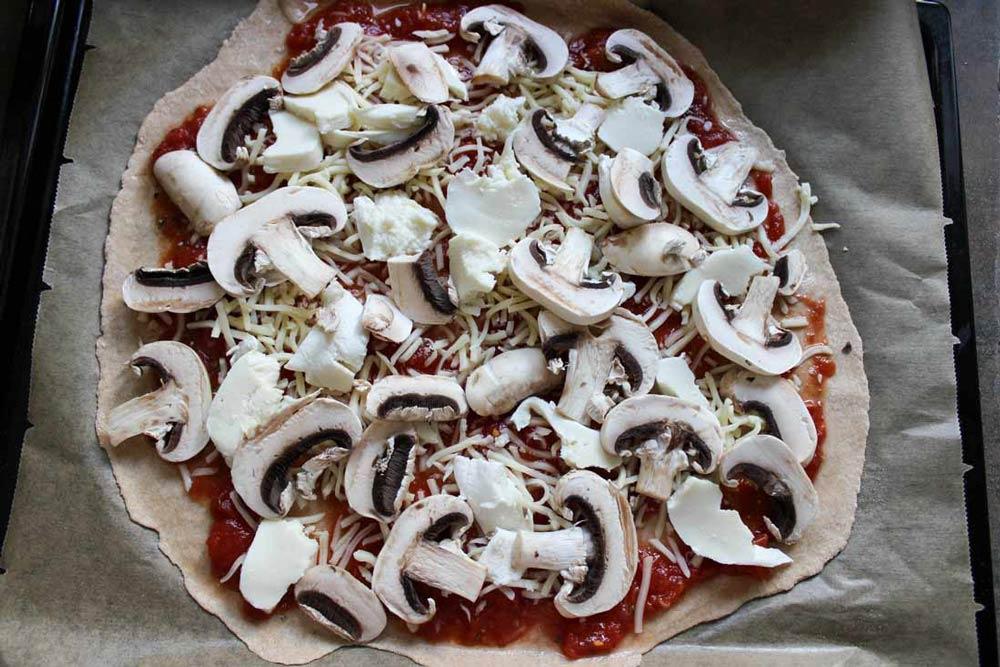 Šampiňónová pizza so syrom