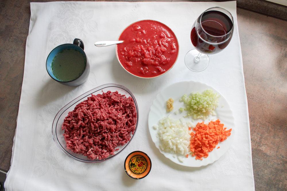 Suroviny na bolonské špagety