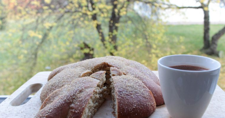 Pan de muerto with hot chocolate