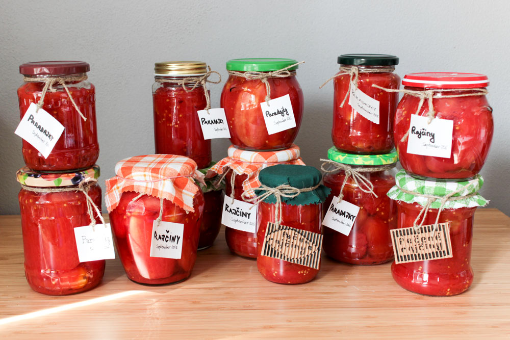 Jars with roasted tomatoes