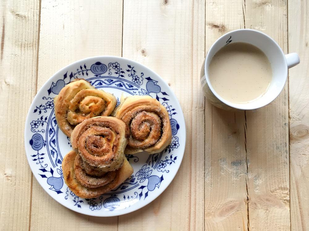 Cardamom rolls with chai latte