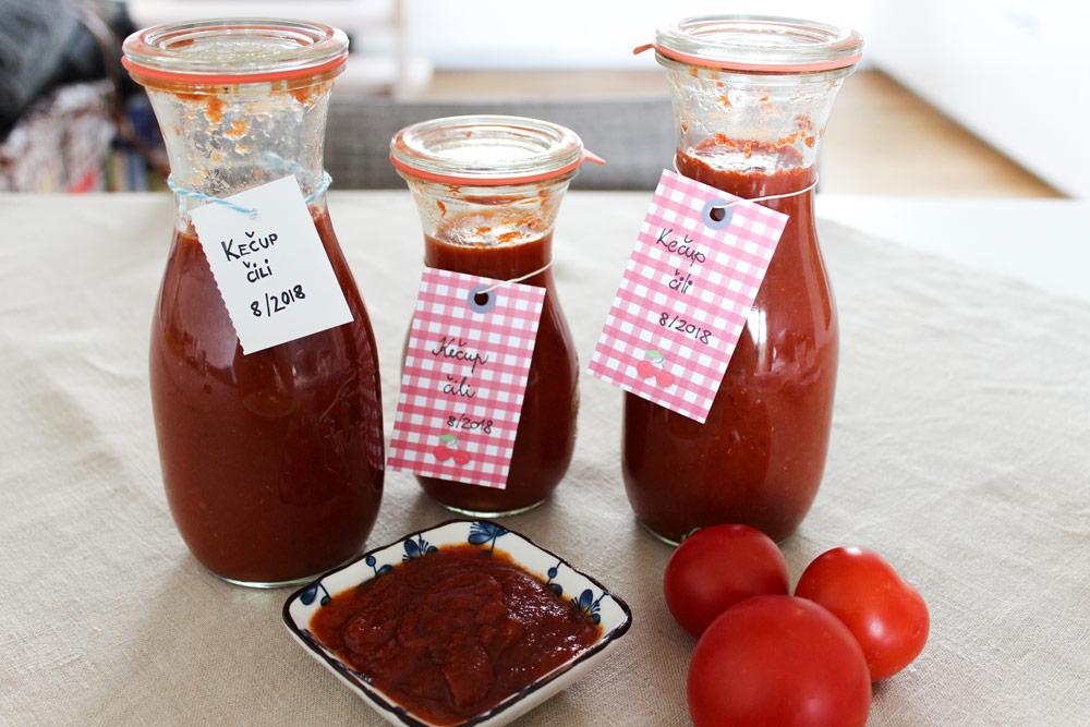 Ketchup in sterilised jars