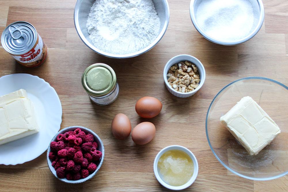 Ingrediencie na medovníkovú tortu