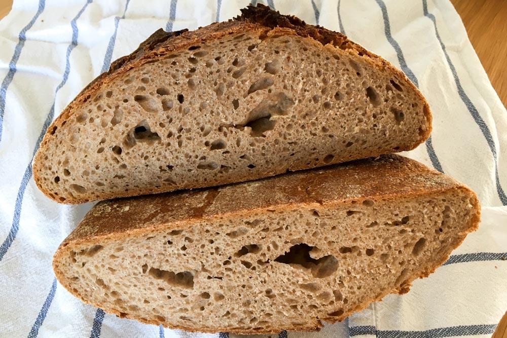 Pšeničný kváskový chlieb celozrnný