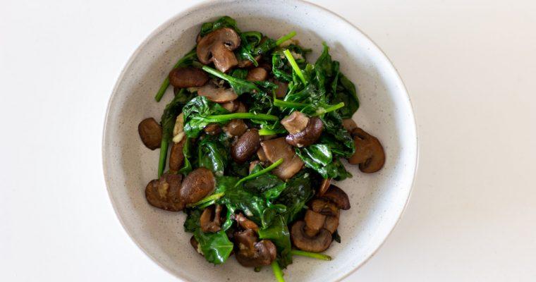 Špenát s cesnakom a hríbikmi