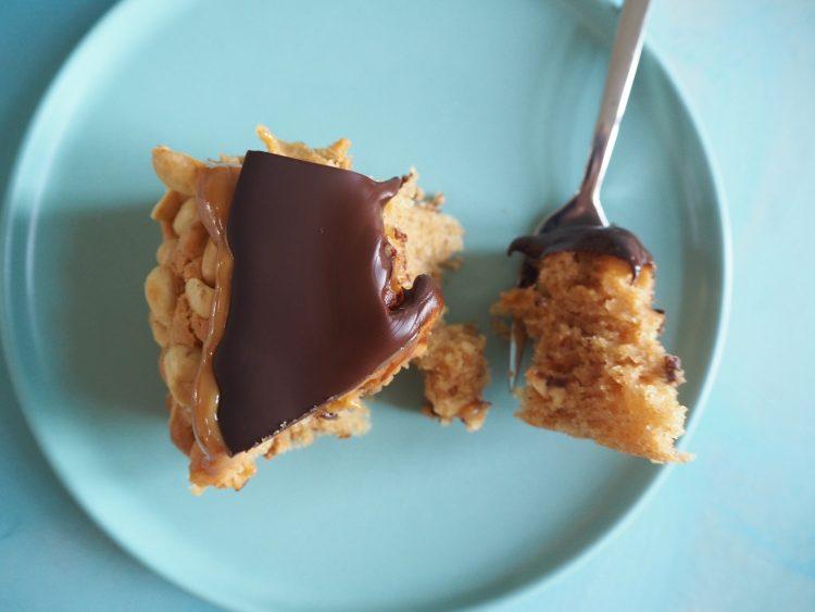 Snickerskage med peanutbutter