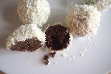 Juletrøfler med hvid chokolade