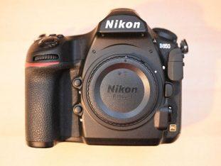Nikon D850 body en meerdere accessoires