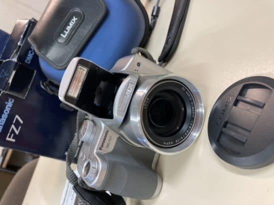 Panasonic Lumix DMC-FZ7 met Leica lens.