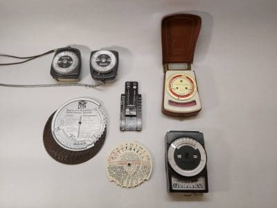 3 Lichtmeters + 3 Exposure tabel apparaatjes