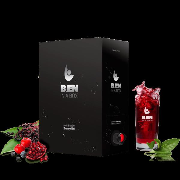 Få et energiboost med boksen Ben in a Box fra Berry.En. Viser bær og planter som granatæble, blåbær og hyldebær samt en sort 3 liters boks.