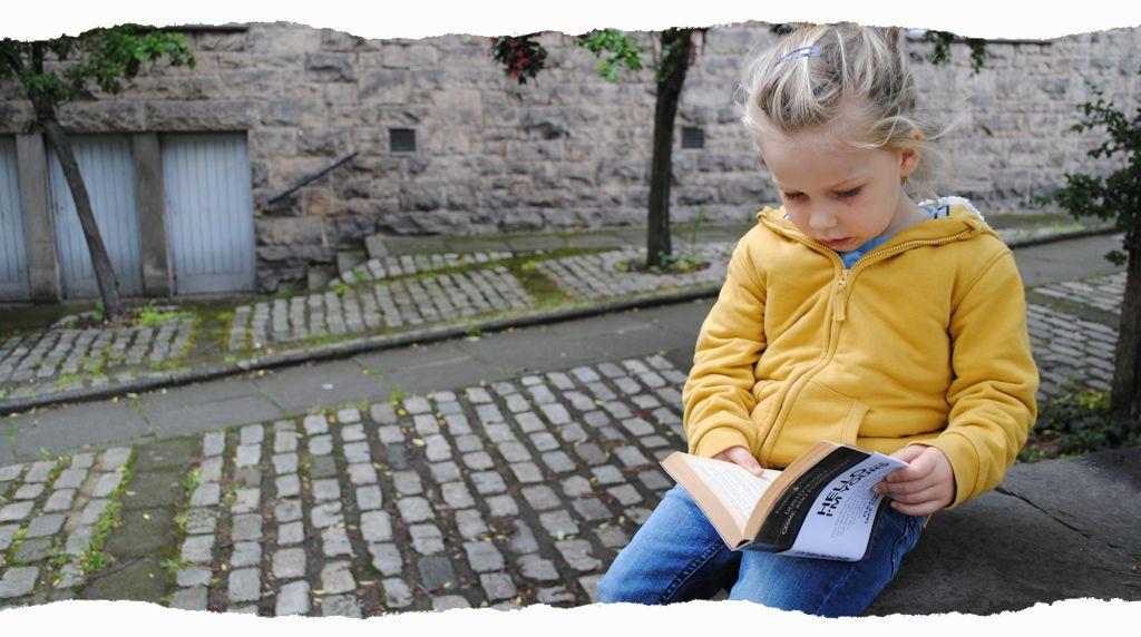 Reading Kid – Thane