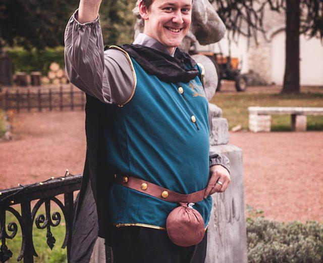 Deze prins uit de duizend doet er alles aan om iedereen te charmeren.