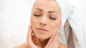 daglig hudvårdsrutin med peeling