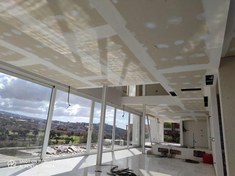 Villa de Lujo revestida con todo tipo de Sistemas de Placa de Yeso Laminado