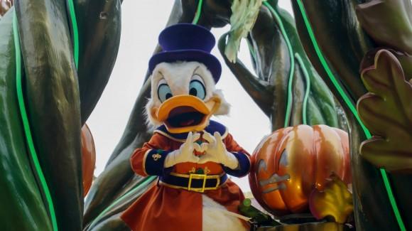 Scrooge McDuck Loves You. Halloween in Disneyland Paris