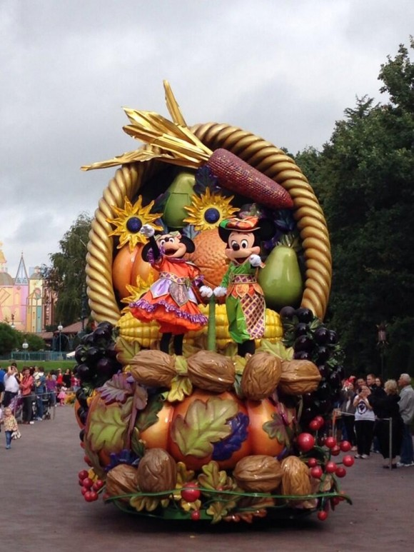 Mickey's Halloween Celebration Parade in Disneyland Paris
