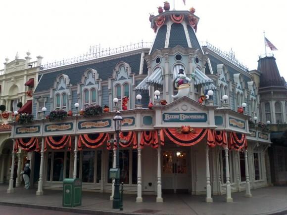 Halloween decorations on Main Street, U.S.A. in Disneyland Paris