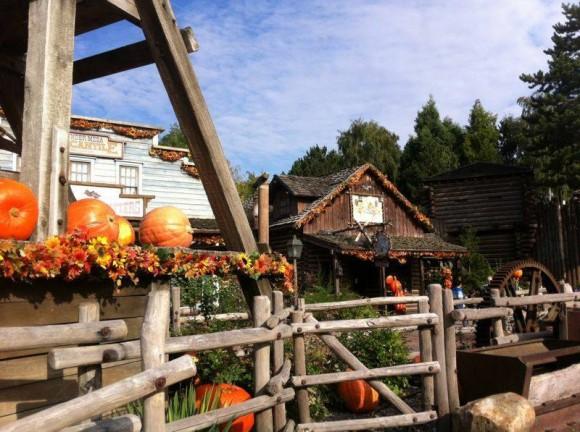 Halloween Theming in Frontierland in Disneyland Paris