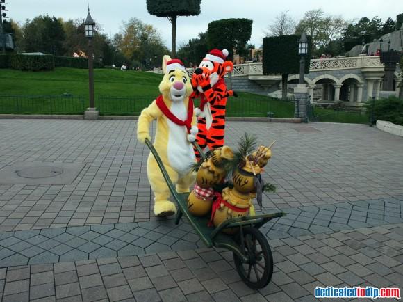 Tigger & Rabbit in the Christmas Cavalcade in Disneyland Paris