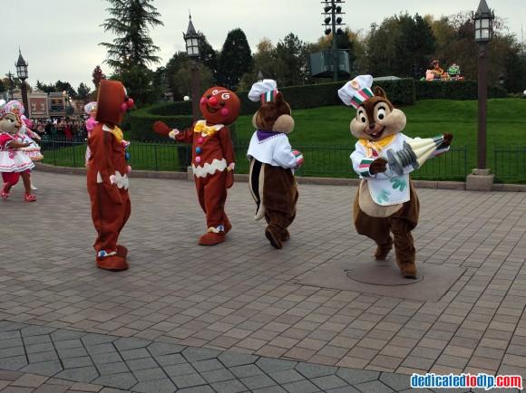 Chip, Dale & Clarice in the Christmas Cavalcade in Disneyland Paris