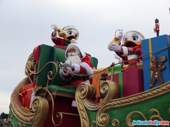 Santa, Huey, Dewey & Louie  in the Christmas Cavalcade in Disneyland Paris