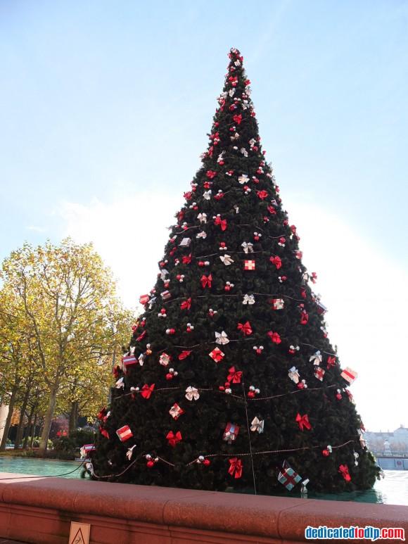 Christmas Tree Outside Hotel New York in Disneyland Paris