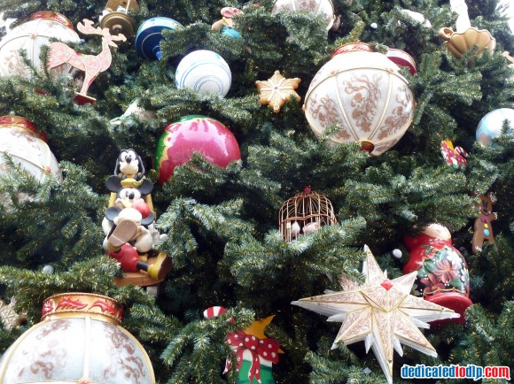 Ornaments On The New Christmas Tree in Disneyland Paris For 2013