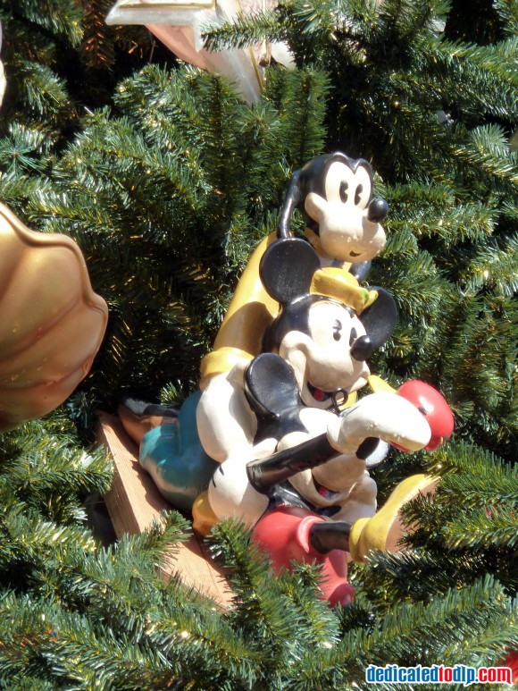 Mickey Minnie & Goofy Ornament On The New Christmas Tree in Disneyland Paris For 2013