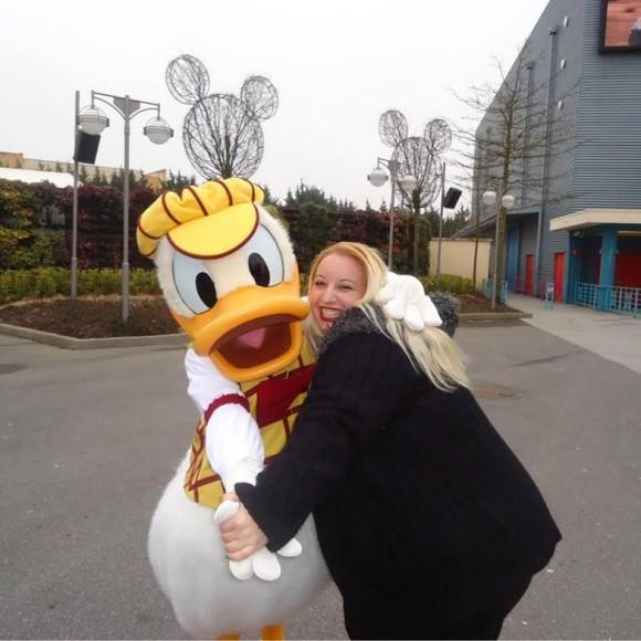 Nikki van Zoom with Donald Duck in Disneyland Paris