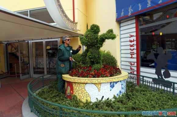Disneyland Paris Photo Friday. Swing into Spring: Topiary Care