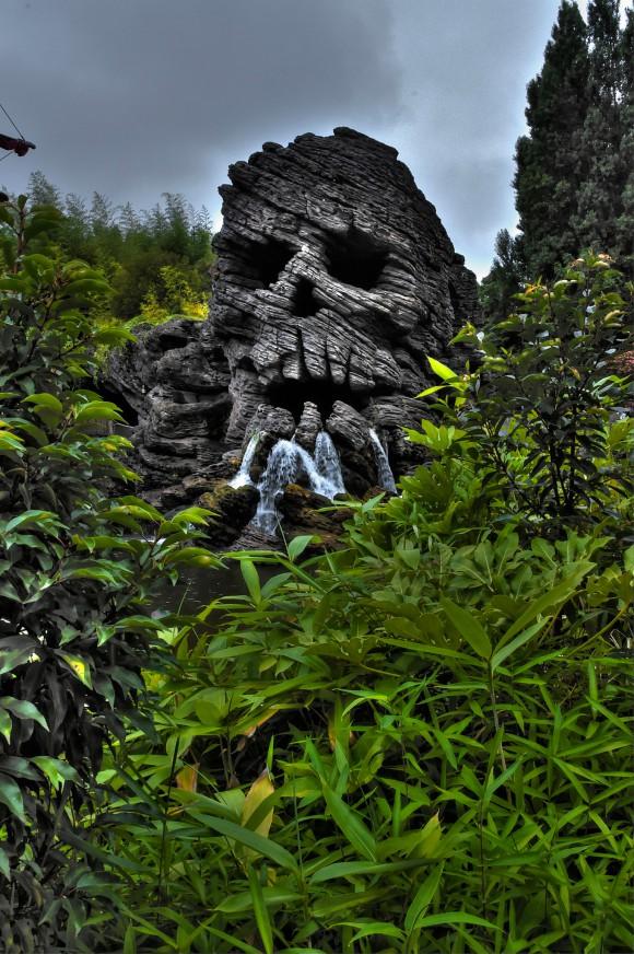 Disneyland Paris Photo Friday: Disneyland Park in Magical HDR. Skull Rock