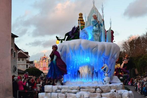Holly's Photo of the Frozen Float in Disneyland Paris