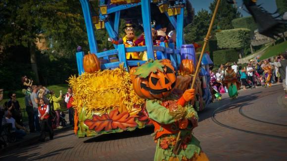 Disneyland Paris Halloween 2014 Photo Series: Mickey's Halloween Celebration Parade