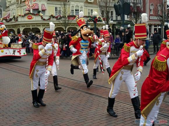 Disneyland Paris Christmas Parade 2014 Photos