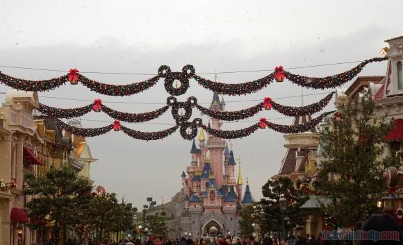 Christmas on Main Street, U.S.A. Disneyland Paris