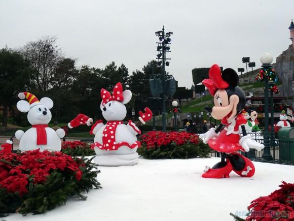 Christmas Characters in Disneyland Paris