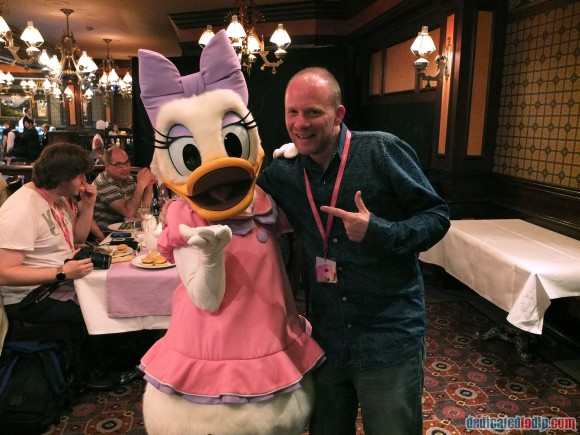 Meeting Daisy Duck at the Frozen Summer Fun Dinner in Disneyland Paris