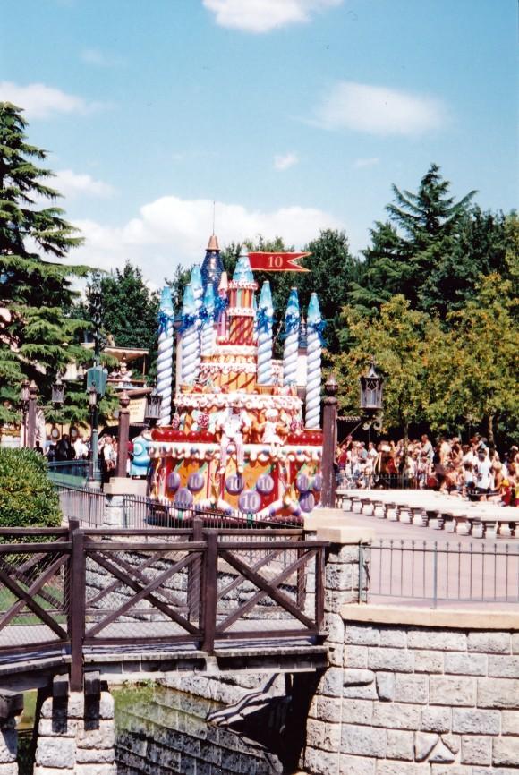 My First Photo of a Daytime Parade in Disneyland Paris