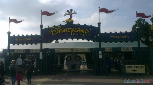 Disneyland Paris Diary: Halloween 2015 - Day 1 - Entrance