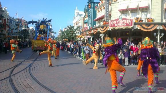 Disneyland Paris Diary: Halloween 2015 - Day 1 - Halloween Parade