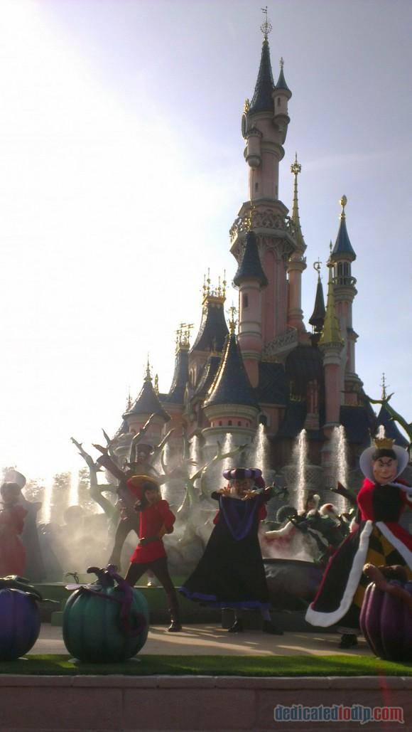 Disneyland Paris Diary: Halloween 2015 - Day 1 - It's Good To Be Bad