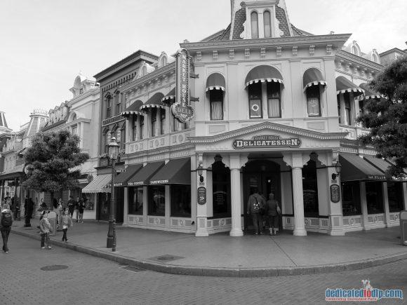 Disneyland Paris Photo Friday: Main Street, U.S.A in Black and White