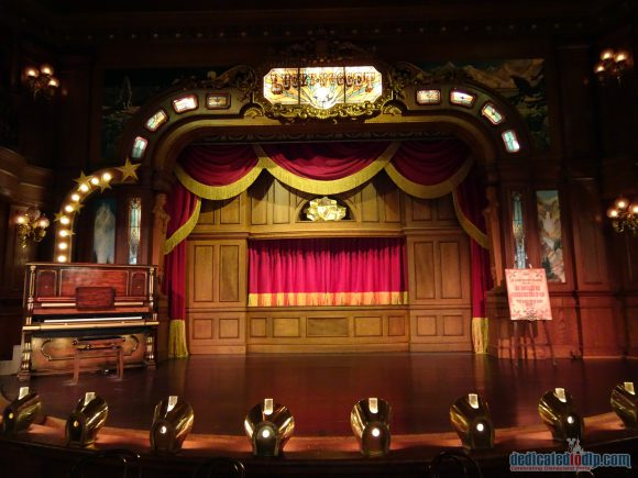 Disneyland Paris Restaurant Review: The Lucky Nugget Saloon with Puppet Shows