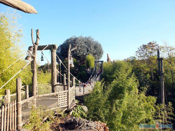 Disneyland Paris Review: The Newly Refurbished Adventure Isle and La Cabane des Robinson - Le Pont Suspendu