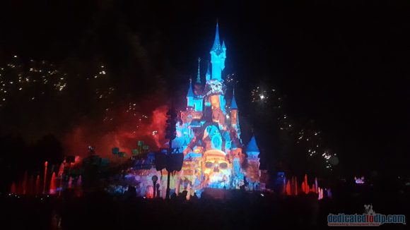 Disneyland Paris 25th Anniversary Review: Disney Illuminations - Pirates of the Caribbean