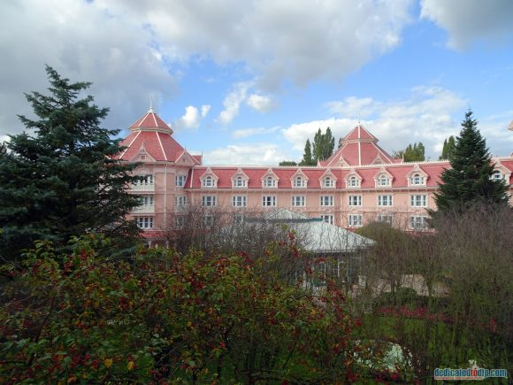 Disneyland Paris Hotel Review - Disneyland Hotel