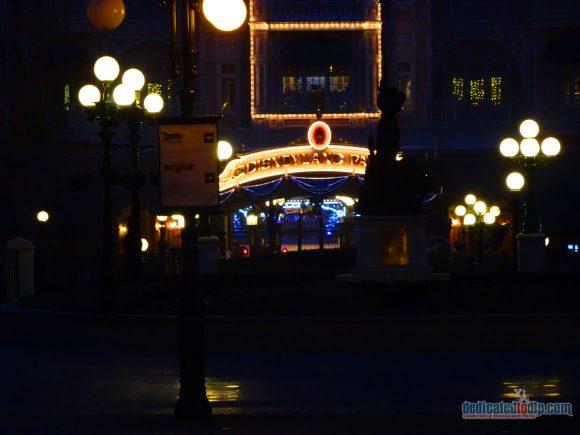 An Early Morning Photo Walk from Hotel Cheyenne to Disneyland Park in Disneyland Paris - Disneyland Park Entrance