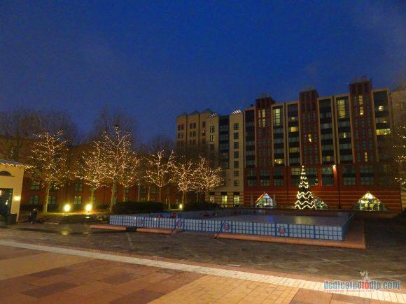 An Early Morning Photo Walk from Hotel Cheyenne to Disneyland Park in Disneyland Paris - Hotel New York